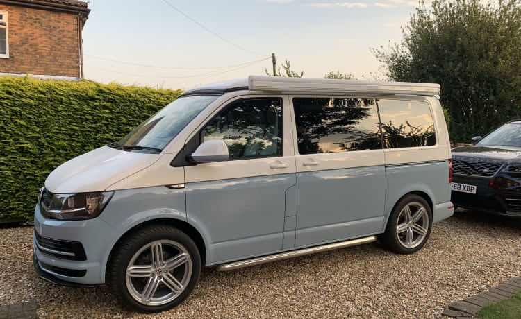 Penelope – Luxury VW T6 4 berth Campervan