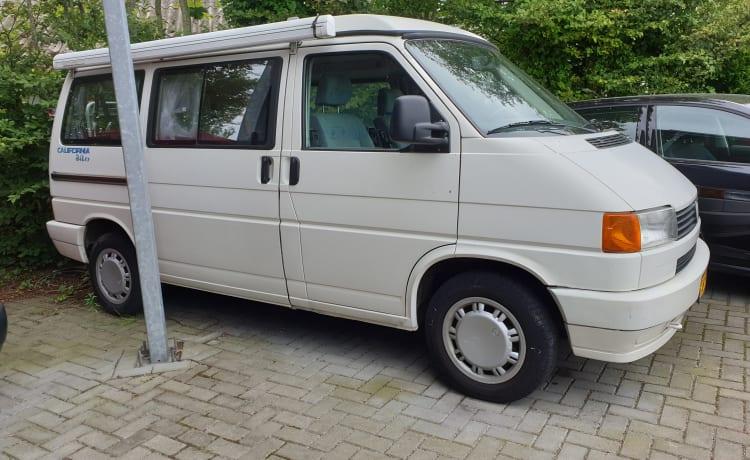 VW T4 California wit, 4 slaap- 4 zitplaatsen.