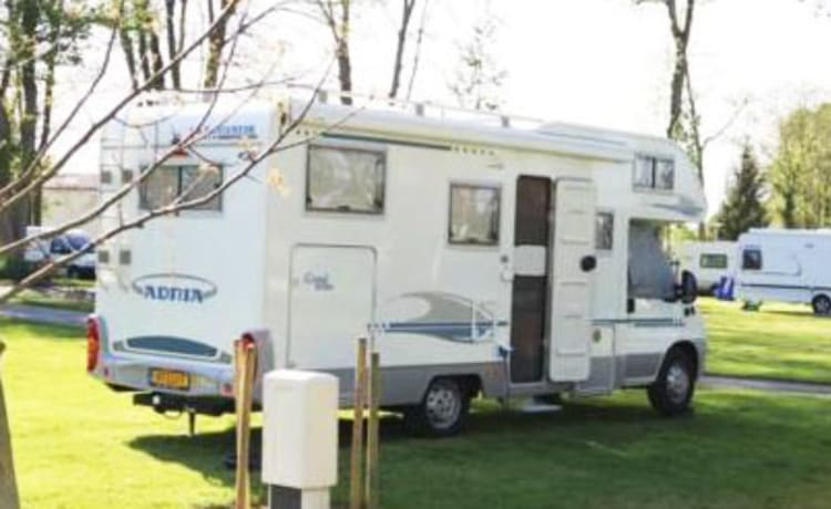 Spacious 6 person Camper with large garage