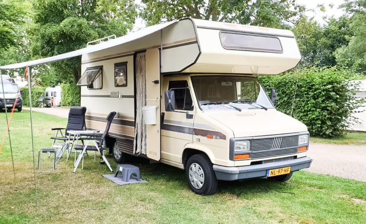 Back to the 80's with this cool Fiat Ducato!