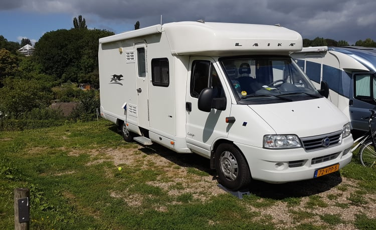 Beautiful, clean and fresh Laika Ecovip 6.1 semi-integrated motorhome