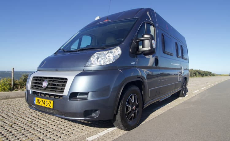 Skippy – Like new, sturdy luxury full bus camper. With sup for rent. 2+ child.