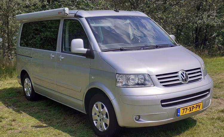 Volkswagen California T5 equipped with every luxury with awning