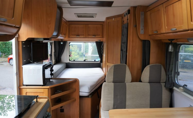 Fiat Ducato – Beautiful 4-person semi-integrated with many facilities