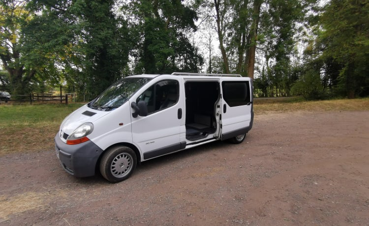 Renault Traffic 2 Berth Caper van