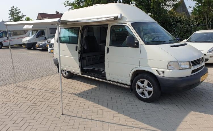 VW T4 hoogdak wit, weekeind avontuur, 2 slaap- 4 zitplaatsen.