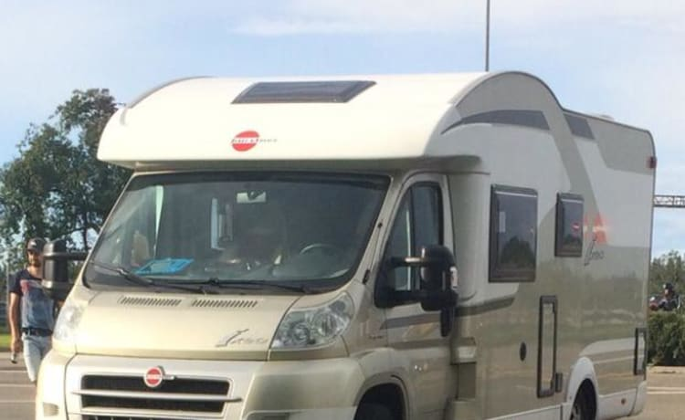 Camper with 4 sleeping places, fully equipped