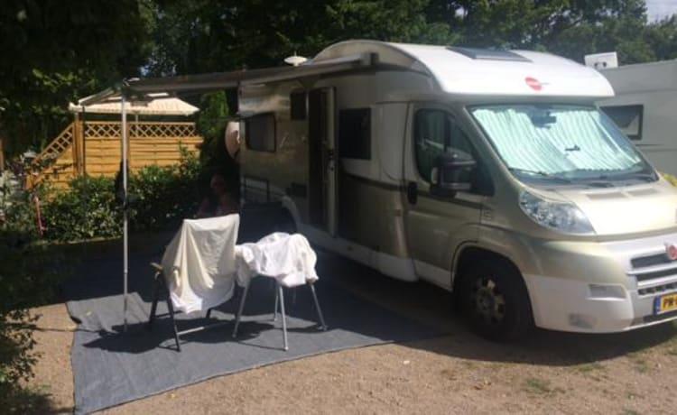 Camper con 4 posti letto, completamente attrezzato
