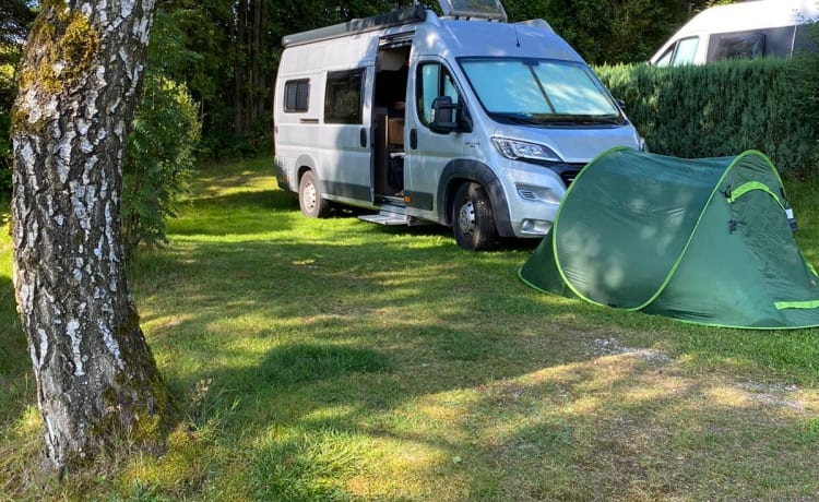 Bus camper with private shower & toilet!