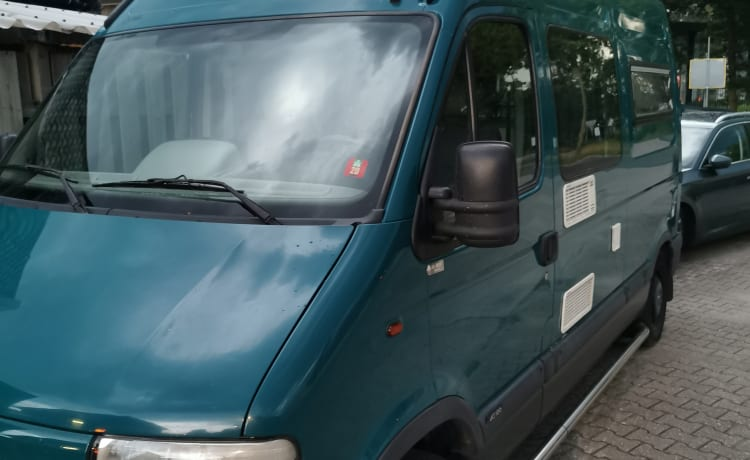 sturdy 2 pers Renault master Camper including all amenities.