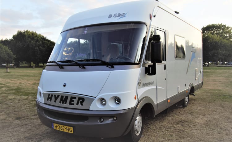 very complete 4 person Hymer camper (incl. camping equipment)