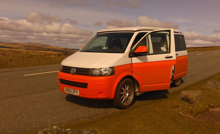 Sevie – VW Transporter Campervan Conversion for Hire