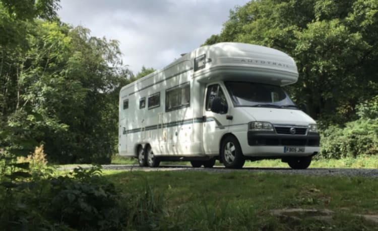 6 Berth Tag Axle Motorhome For Hire