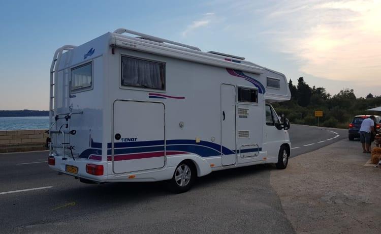 Fendt 660 dbh – 6 persoons camper met XXL Garage, ruim en compleet uitgerust