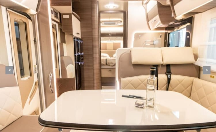 NEW MCLOUIS CARAT 479 4 PEOPLE FULLY EQUIPPED