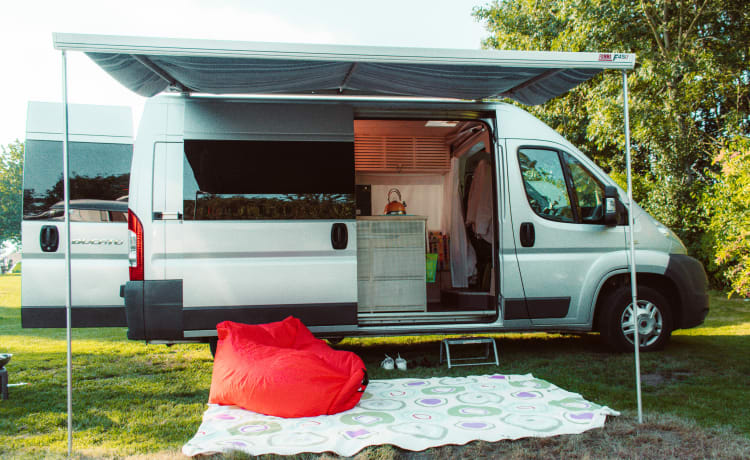 Penelope Cruise - luxury camper van with unique interior!