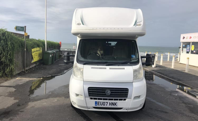 Carrie – 5 berth pet friendly motorhome, based between Brighton and Gatwick