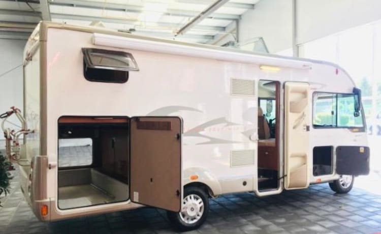 Luxury bungalow on wheels for freedom and independence!