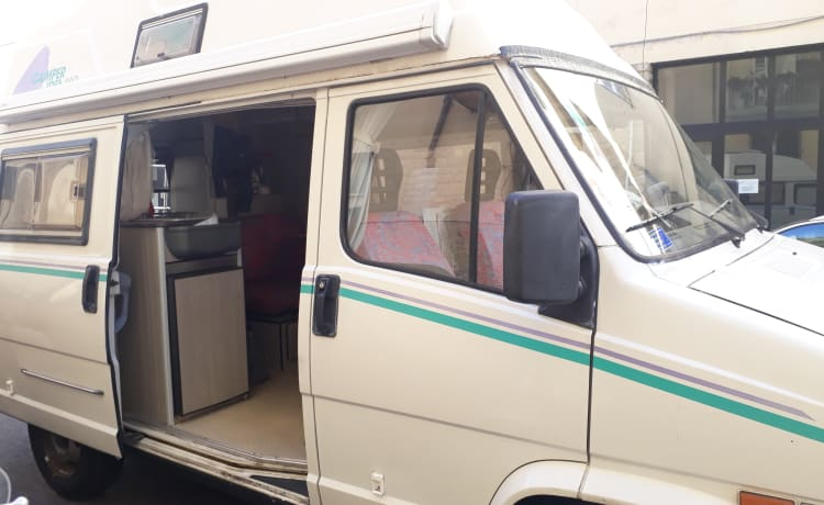 Perfect vintage camper!