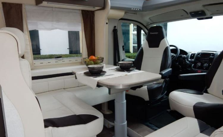 Spacious Chausson WELCOME 727GA Fiat 150hp, double bed lengthways