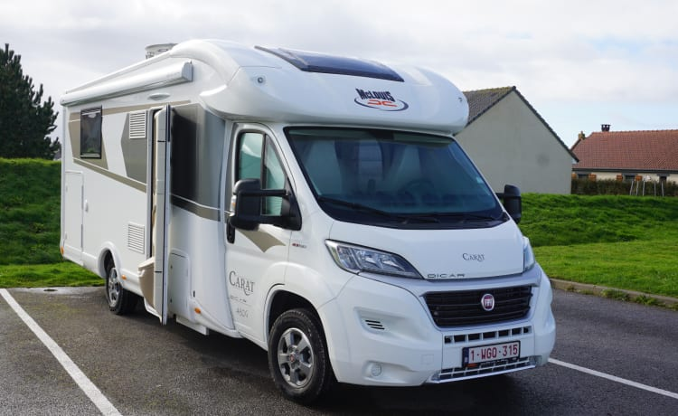 Recent Luxurious fully equipped motorhome for rent