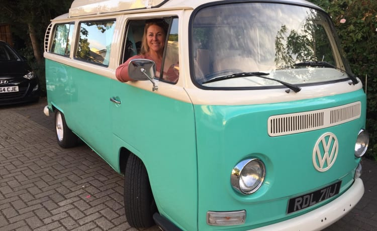 Mary – Classic VW Bay Camper - T2 - 1970