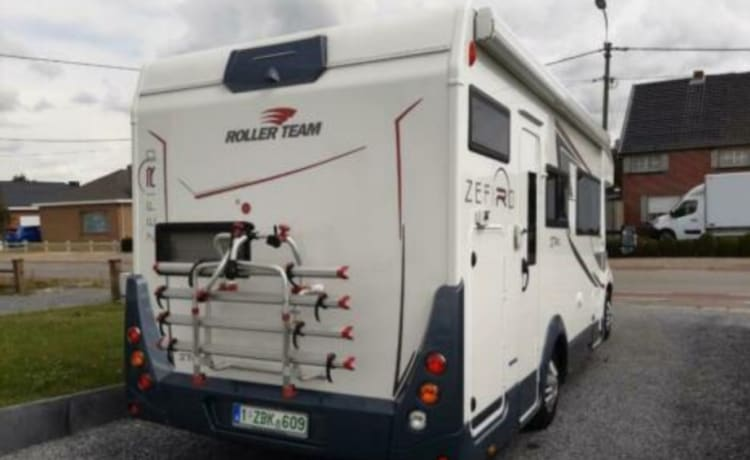 Zefiro  274 – We rent our Zefiro 274 for the vacation of your dreams.