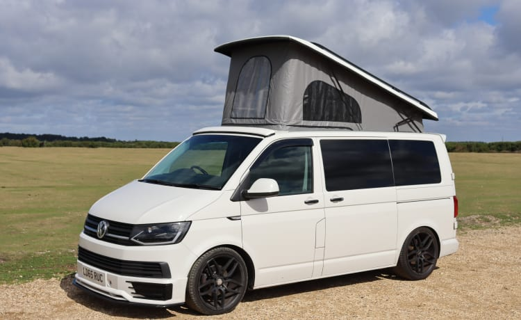 Dexter Volkswagen T6 camper van pop-up roof Transporter sleeps 4