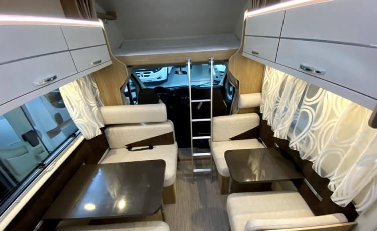 On the road met een Rimor motorhome voor 6 (+1) personen