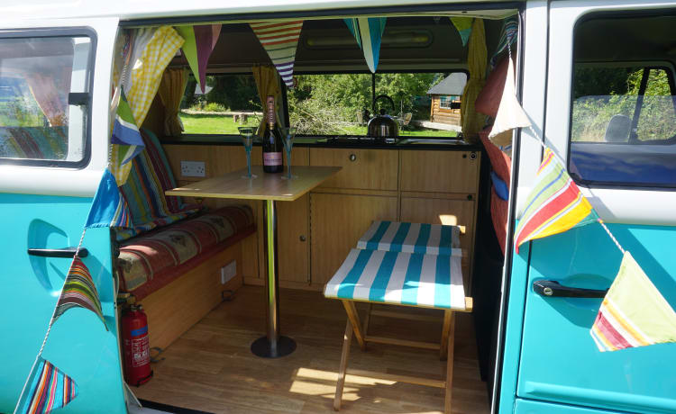 Hetty – Turquoise T2 Campervan