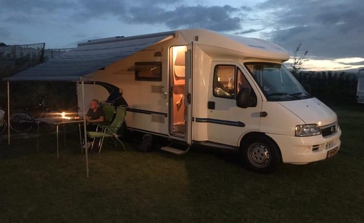 Camper Zonder Naam – Cozy & Very spacious 2-person Eura Mobil