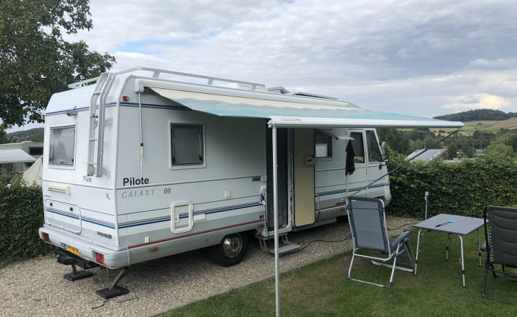 Spacious integral camper automatic with air conditioning