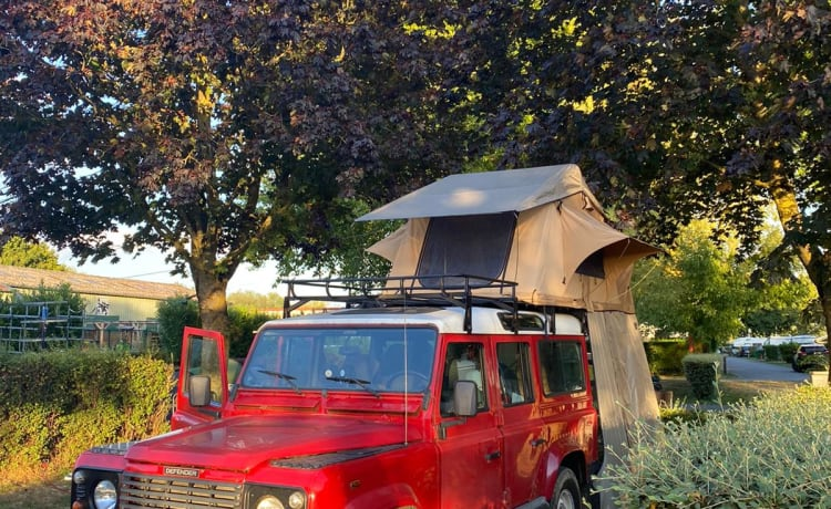 Land Rover Defender con tenda da tetto