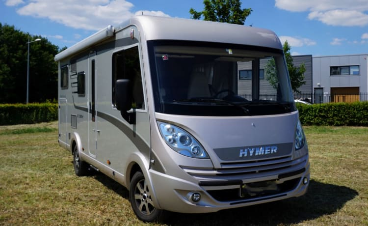 Hymer Exsis i614 Integral   Family camper with 4 fixed sleeping places  
