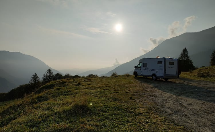 Lovely Camper – MOBILVETTA. To the summit of adventure