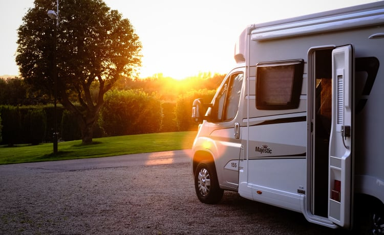 Pearl –  Essex based, 4 berth luxury for your dream getaway. Insurance included.