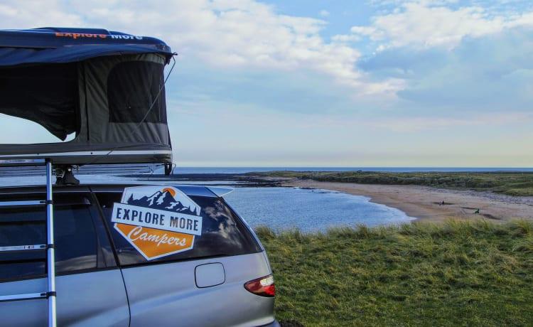 Camper Toyota personalizzato con tenda da tetto
