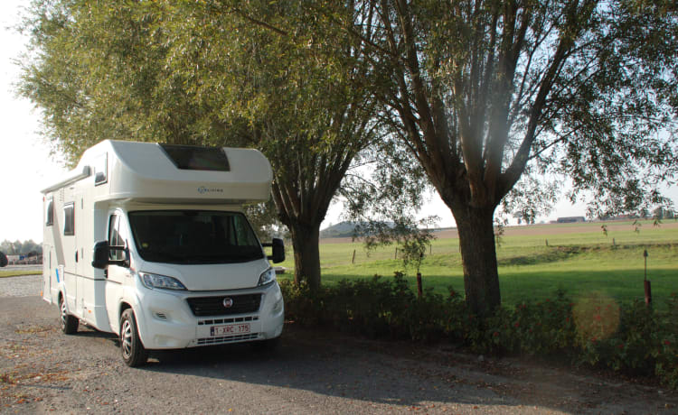 6 persons SUNLIVING MOTORHOME (ADRIA)