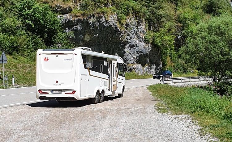 Eura mobil integra i890QB – Luxe Camper 9 meter