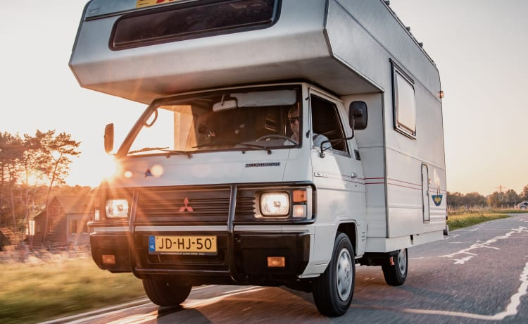 Mitsubishi L300 Retro camper 35 Years