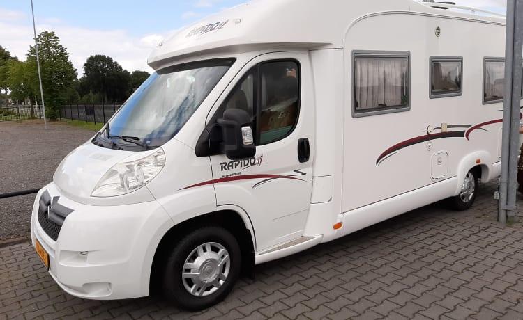 Rapidootje – Rapido 2/4 pers luxury and comfortable camper!