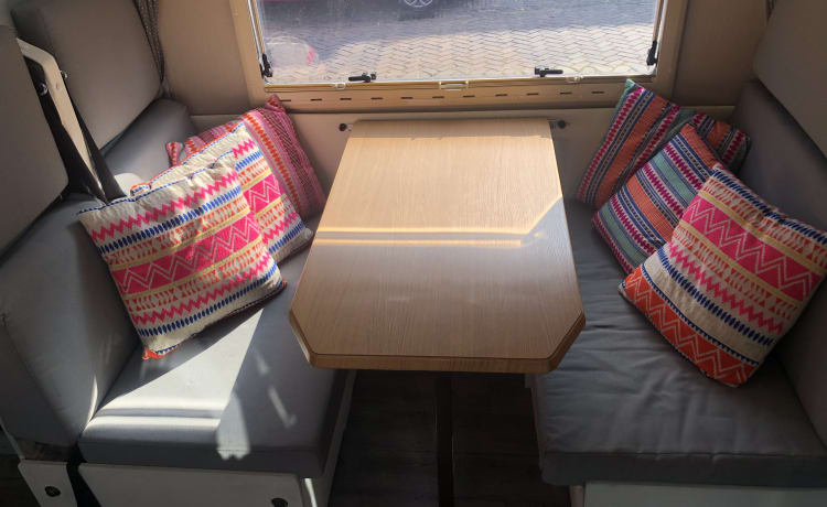 Spacious, nice 6 person family camper!