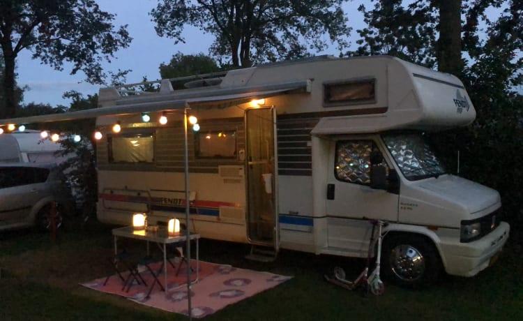 Fresh, nice family camper!