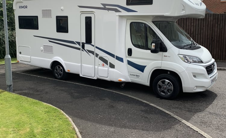 The Balmoral – Luxe 4-persoons Rimor Super-brig camper