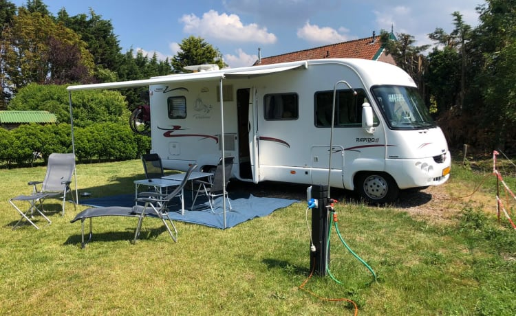 Beautiful camper for rent! With a fixed bed and fully furnished!