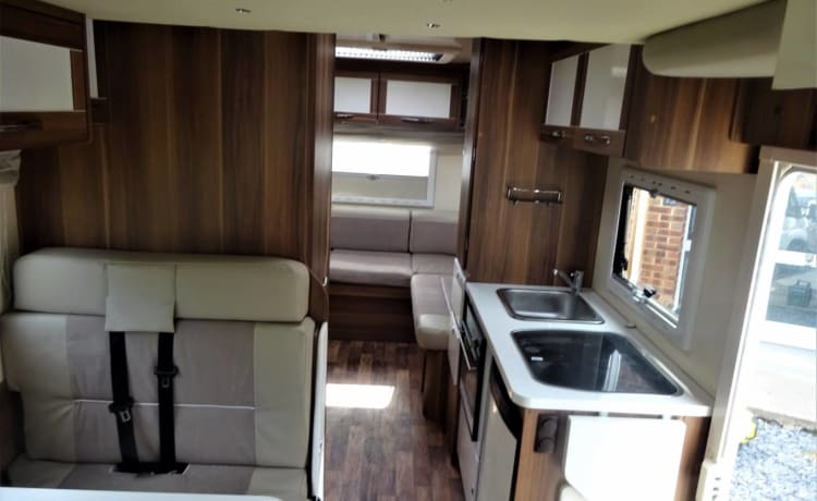 6 Berth, modern and well equipped wifi.