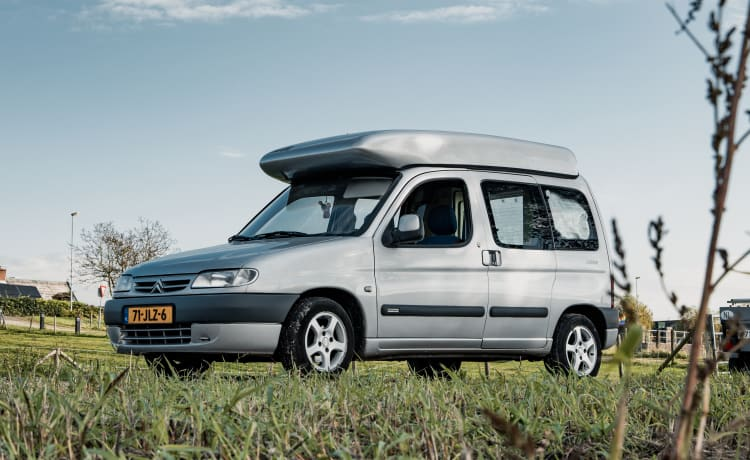 Unique Citroën Berlingo camper with Reimo installation and lifting roof