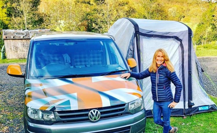 """Arnold – """"Arnie"""" T5 Volkswagen 2 Birth Camper"""