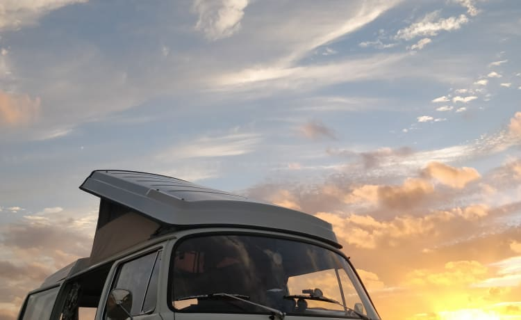 Edith – 1971 VW bay window camper van (LHD)