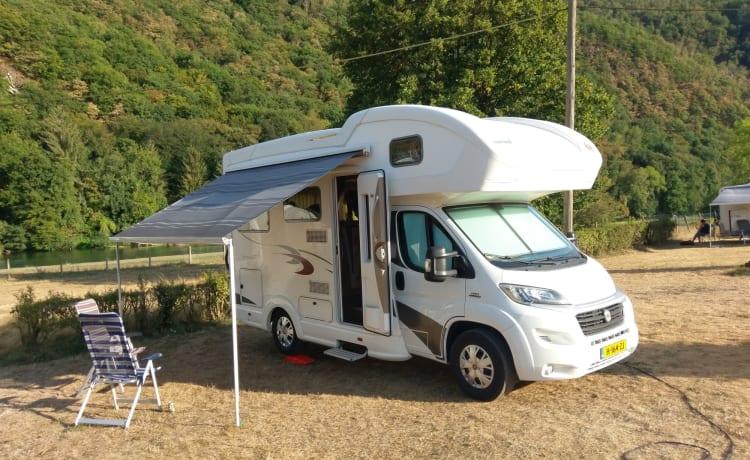 Avontuurlijk en comfortabele 2 persoons alkoof camper